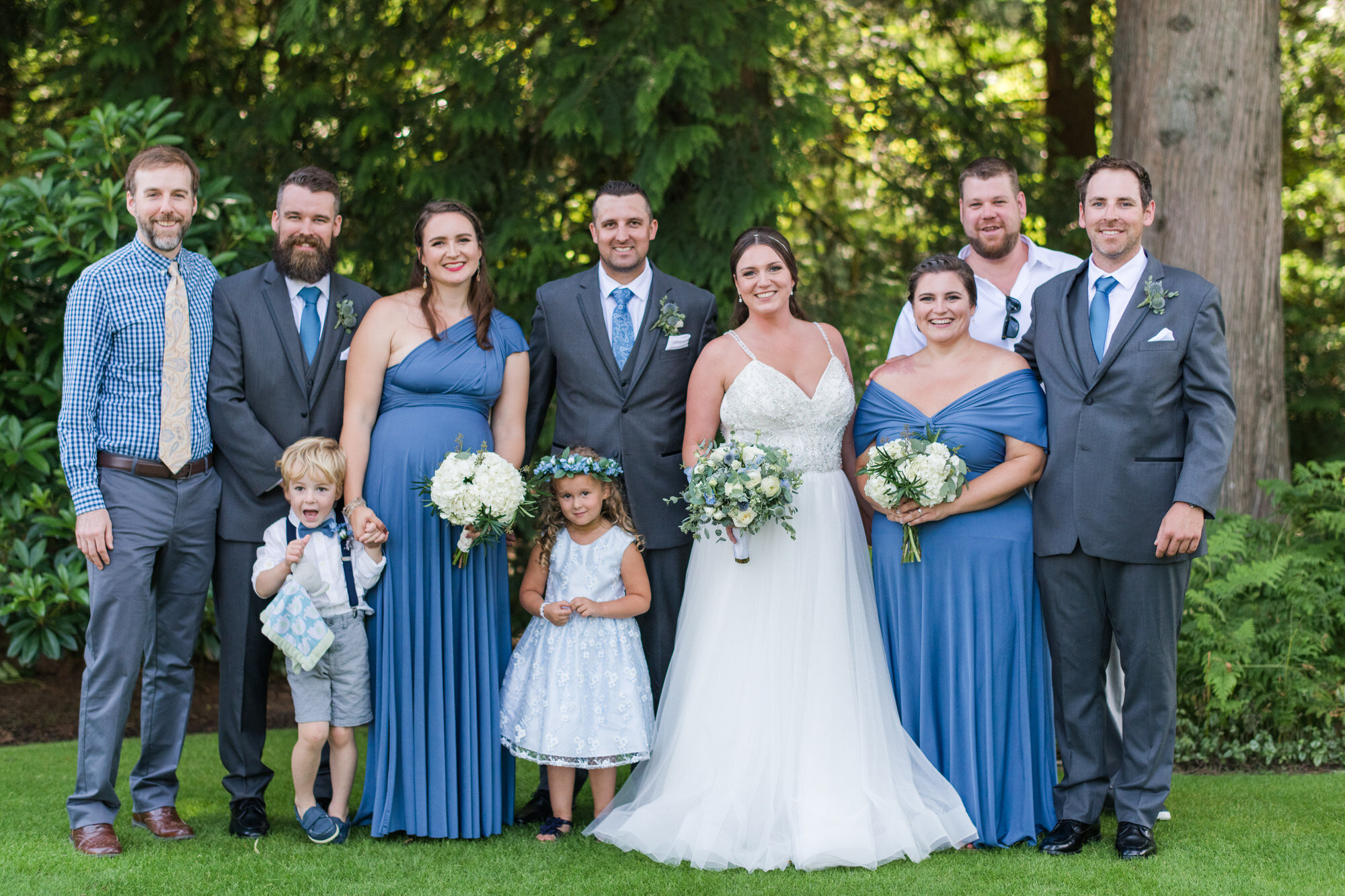 A Wedding Family photo checklist For Your Photographer parents and siblings with bride and groom