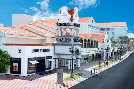 Renassaince mall - Adres:Lloyd G. Smith Blvd 82, Oranjestad, ArubaOpening hours everyday:10:00–19:00Telefoon:+297 582 4622