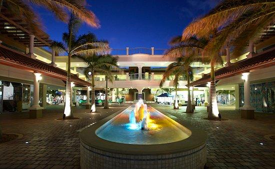 Palm beach plaza mall - Adres:L.G. Smith Boulevard/Sasaki Weg 95, Noord, ArubaOpening hours: 10:00–22:00Sunday:17:00 - 22:00Telefoon:+297 586 0045