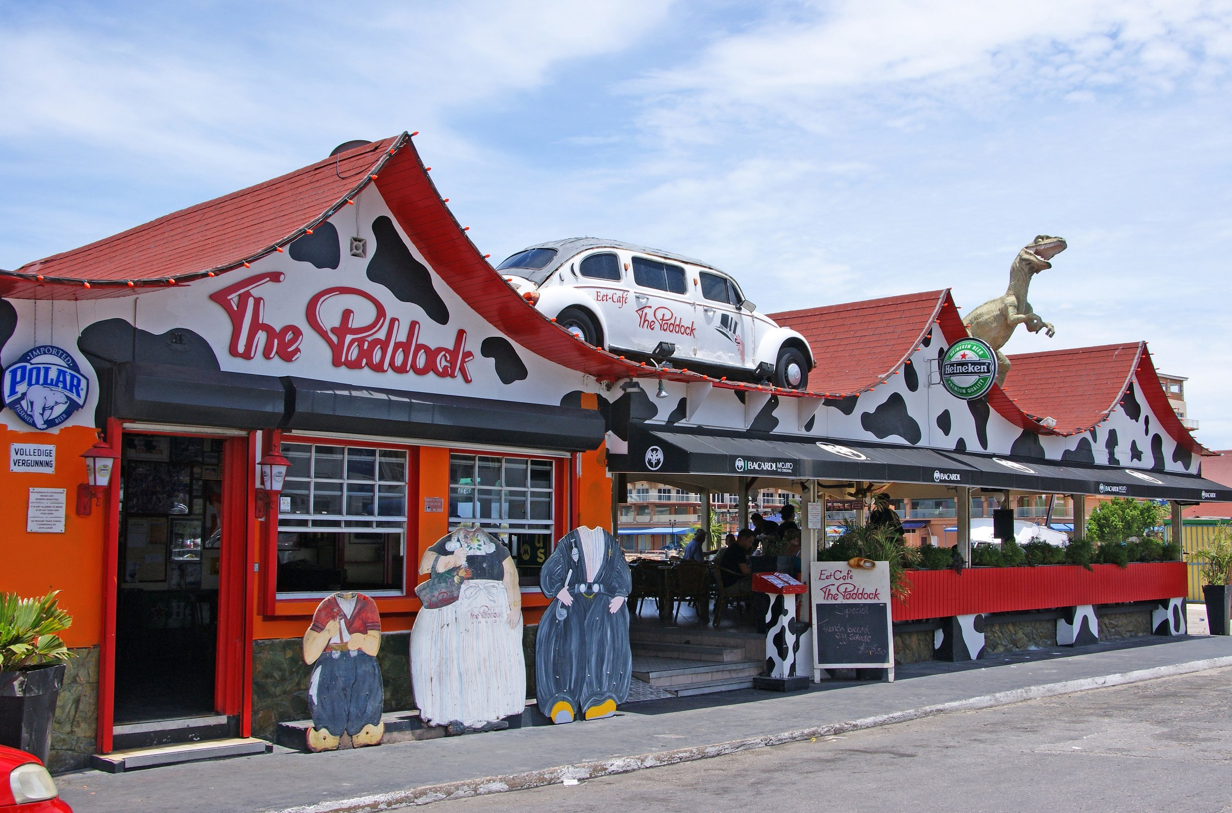 The paddock - This cozy restaurant is situated in the city center but still with a ocean view. The menu is inspired by the Dutch cuisine.Adres:Lloyd G. Smith Blvd 13, Oranjestad, ArubaOpening hours: open daily from 9:00 till 22:45Phone number:+297 583 2334