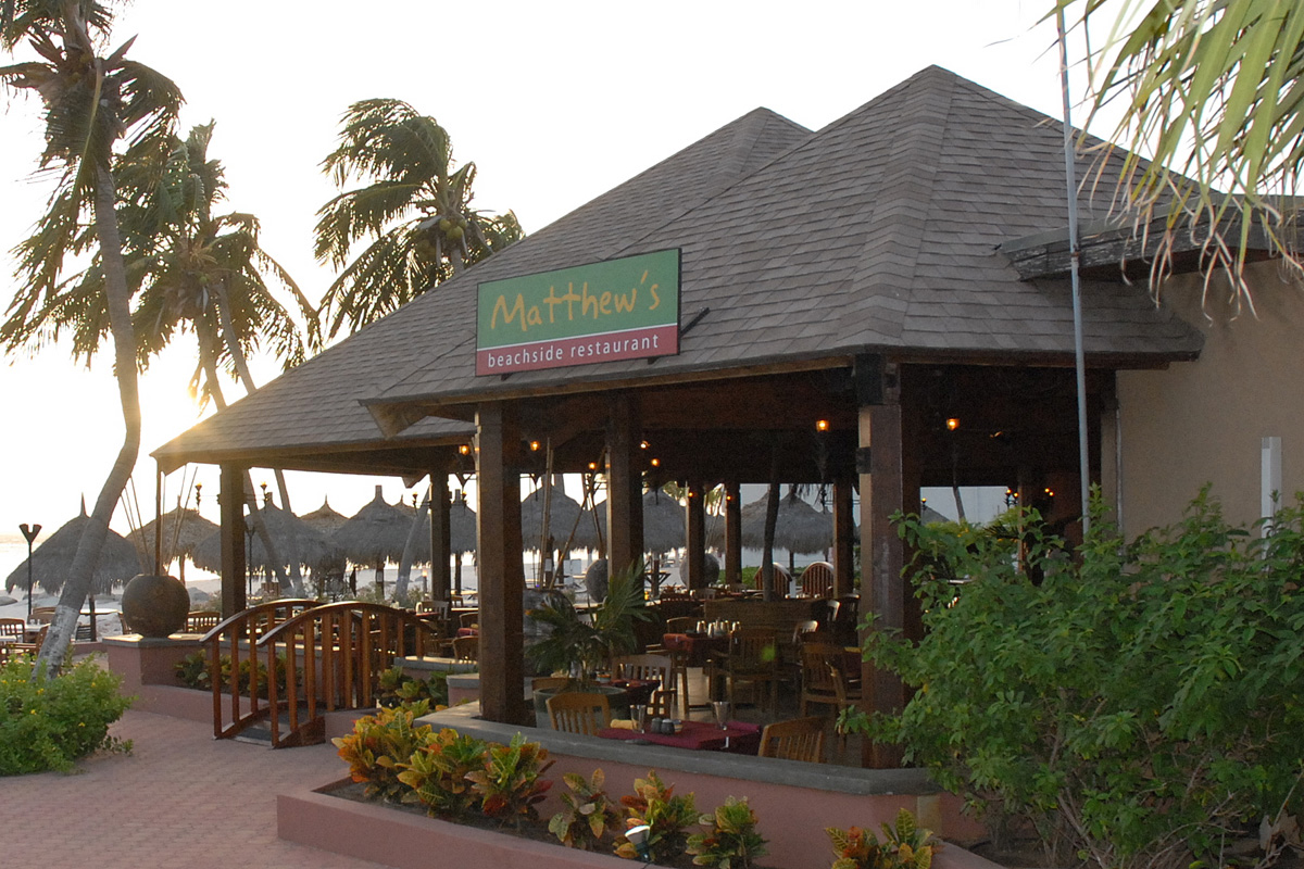 Matthew's beach side restaurant - Do you want to have a private dinner with your special someone accompanied with a bottle of wine or champagne? Or maybe just with the eating ribs with the family? both are possible at the Mattthews restaurant. check out their menuhere!Adres:J.E. Irausquin Boulevard #51, Oranjestad, ArubaOpening hours: open daily from 7:30 till 22:00Phone number:+297 588-7300