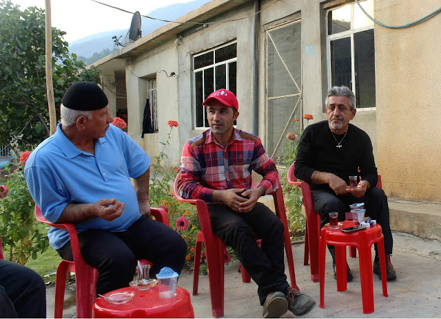 Kak Kaninya explaining their situation to our team member Latif. Photo by: Kasia Protz