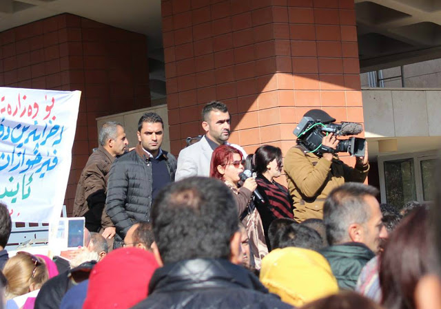 Gulala giving a speech during one of the latest protests in the city of Sulaimani. Photo by: Kasia Protz.