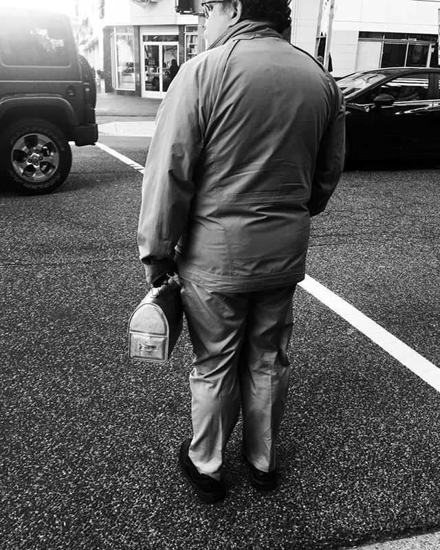 Seeing this man with his tin lunchbox hit me with a wave of nostalgia. . #tinlunchbox #urban #washingtondc #citylife #workingman #blackandwhite #blackandwhitephotography #blackandwhitedc #photography #lifestyle