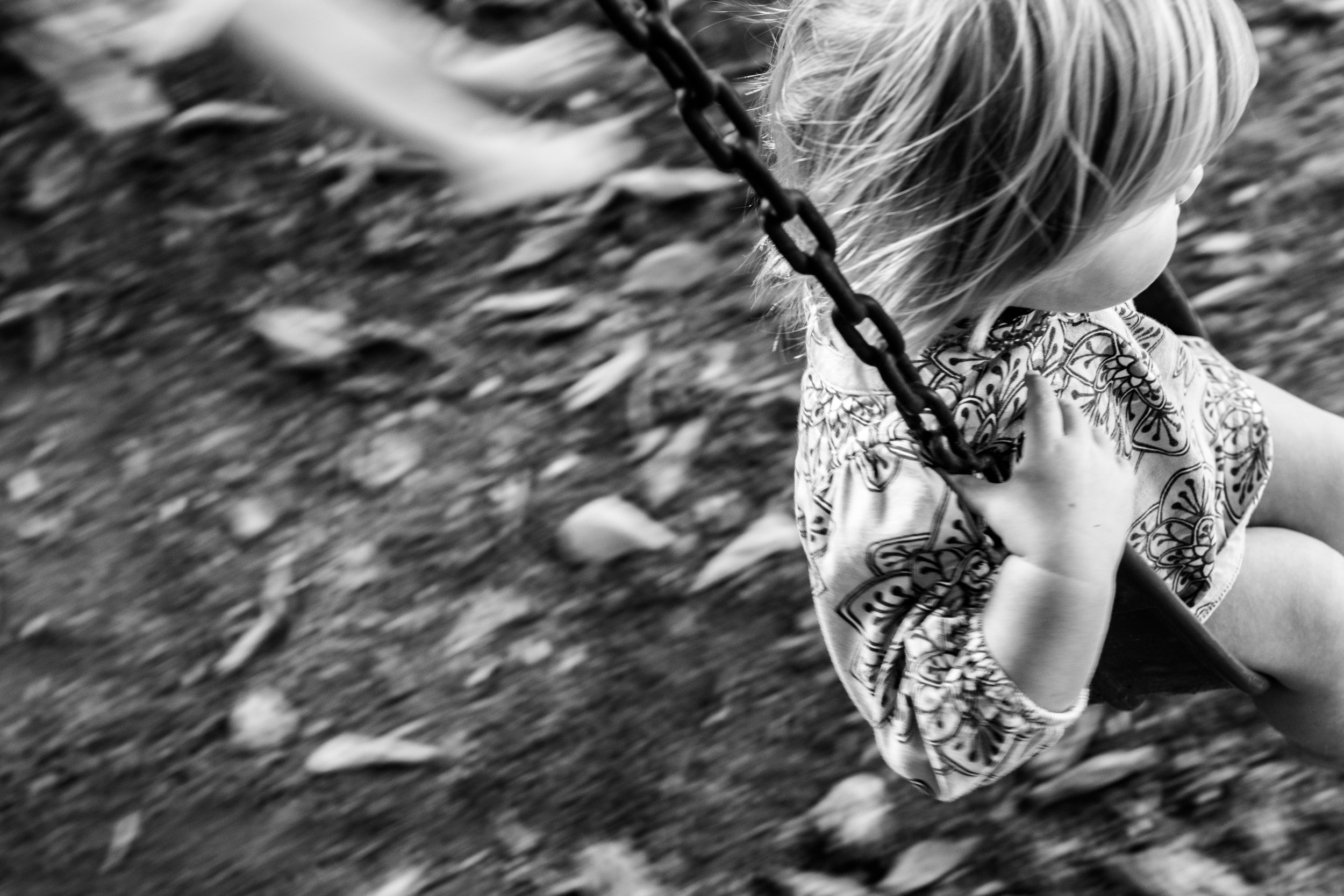 sisters-swinging-blurry-1021517.jpg