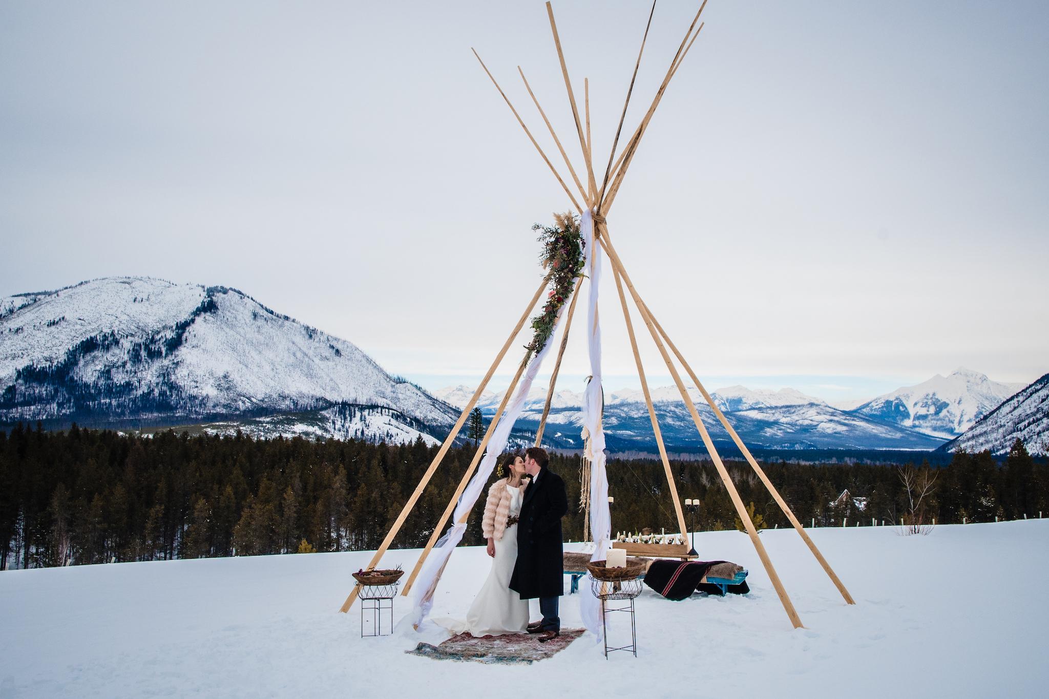 GoingtotheSunChalets_Weddings_LindseyJanePhotography3.jpg
