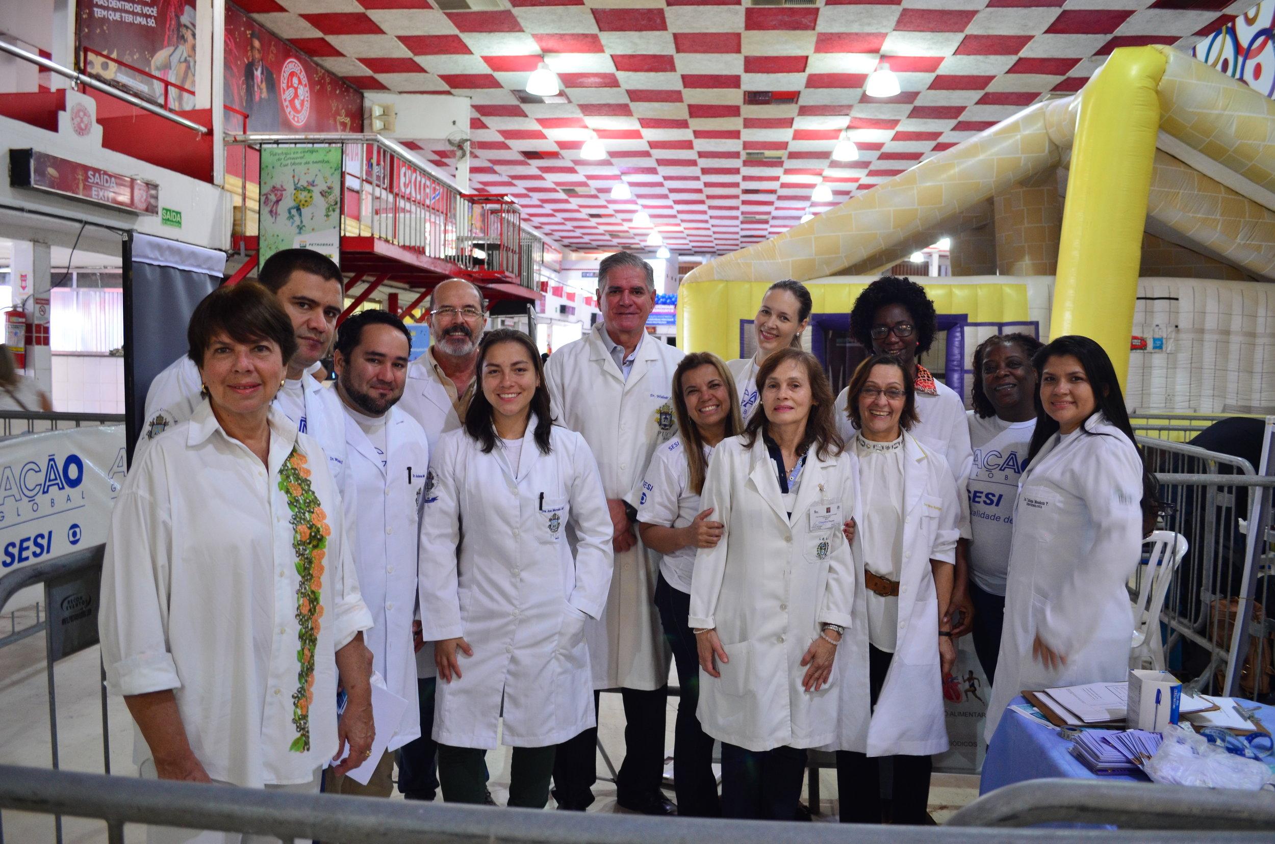 Equipe de médicos e professores da MEDPUC