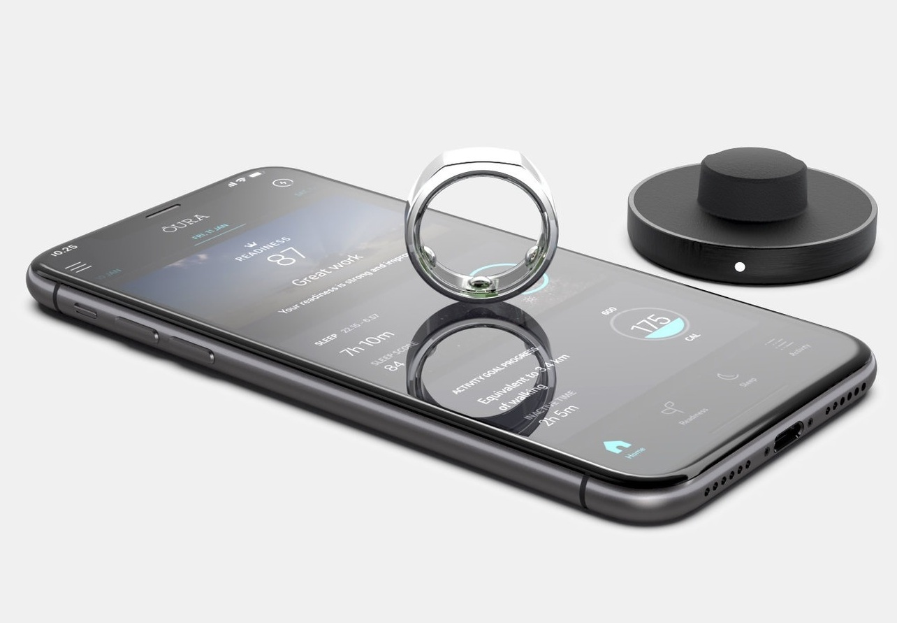 oura_ring_app_and_charger_gray_bg_060219.jpg