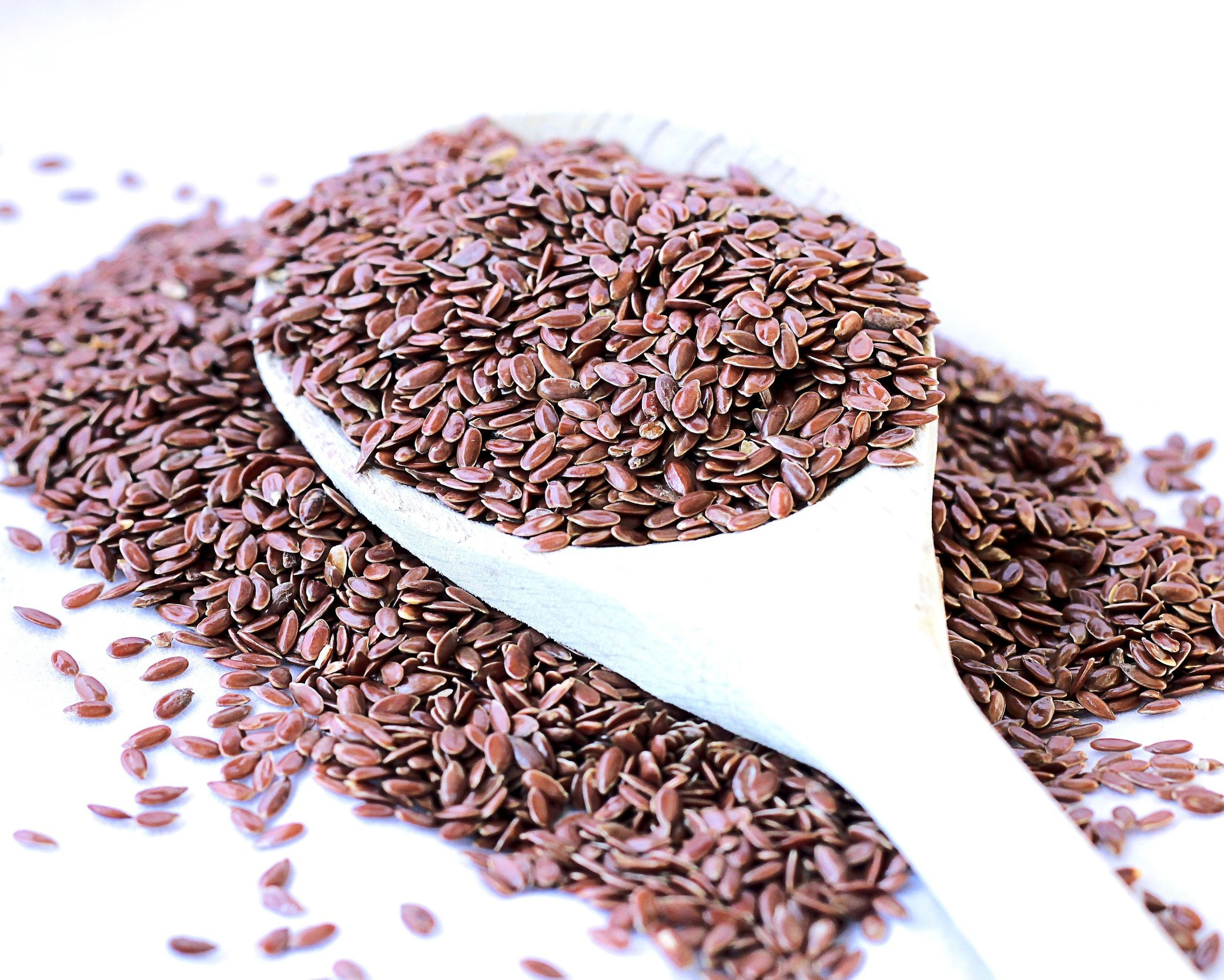 spoon-scoops-flax-seeds+%281%29.jpg