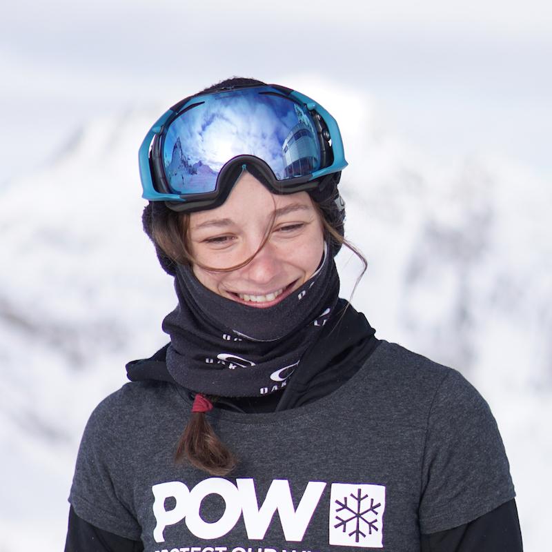Sarah Hoefflin   Née à Genève, Sarah a déménagé en Angleterre à l'âge de 12 ans et en 2014, elle a terminé ses études en neurosciences à l'université de Cardiff. Au printemps 2015, elle a été repérée par le coach de l'équipe suisse de Freeski qu'elle a alors rejoint. En 2018, elle a gagné les X Games d'Aspen ainsi que la medaille d'or aux Jeux Olympiques. Sarah fait de la préservation de l'environnement une priorité même si ce n'est pas toujours facile à la concilier avec son travail. Elle aime les activités à faible empreinte carbone en particulier l'escalade, les randonnées à ski et la voile.   Instagram