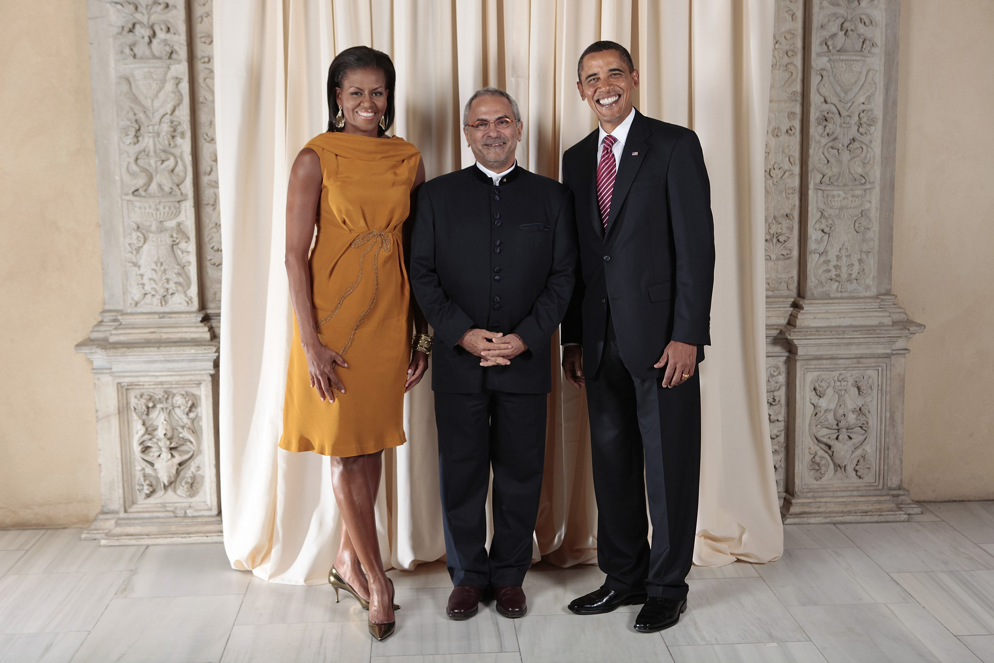 Jose Ramos-Horta poses with President Barack Obama and First Lady Michelle Obama pose for a photo during a reception at the Metropolitan Museum in New York, Sept. 23 2009    LAWRENCE JACKSON