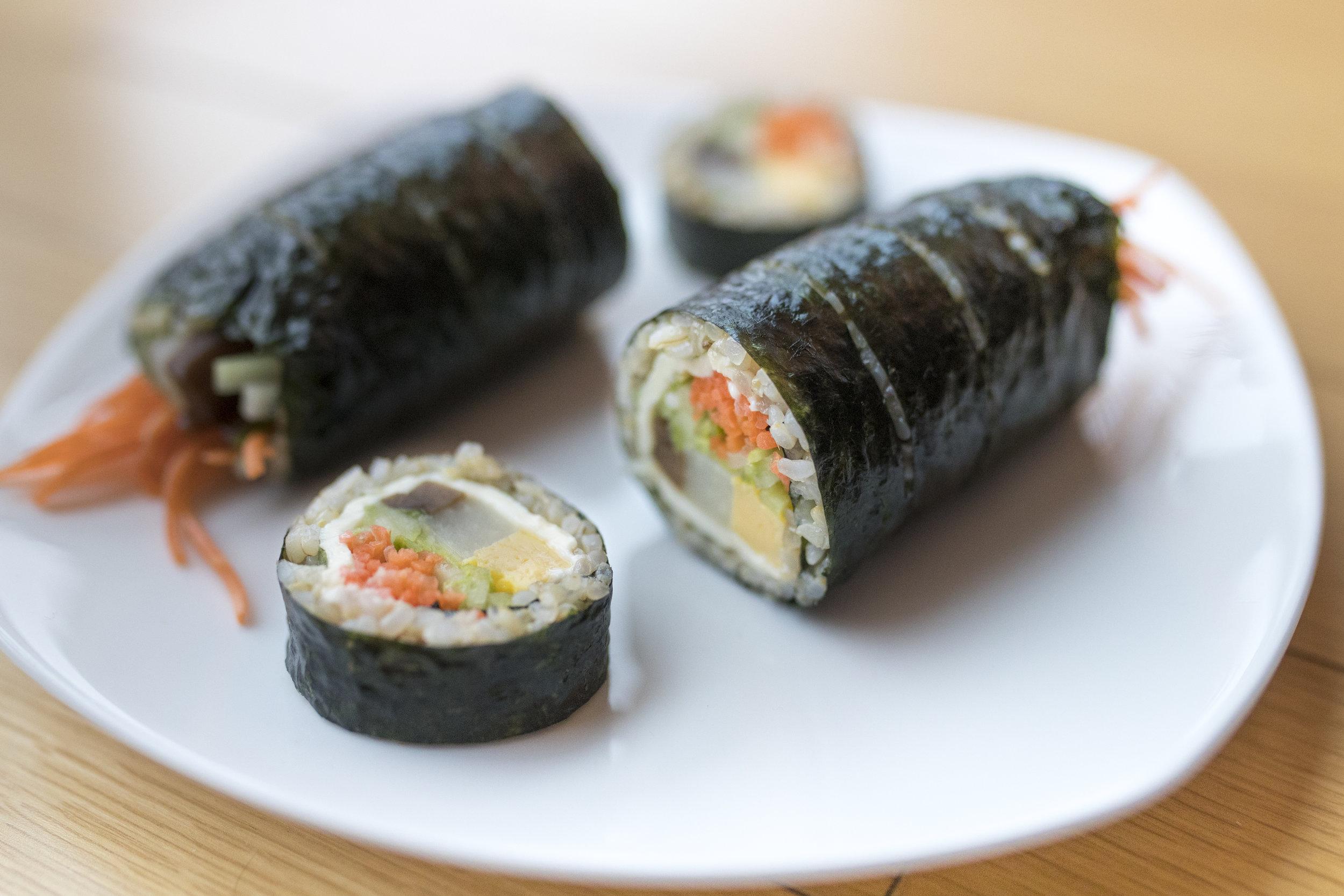 Gimbap - gibt es überall in Korea - (bei der Bestellung immer nachfragen: no fish? no meat? no shellfish?...)
