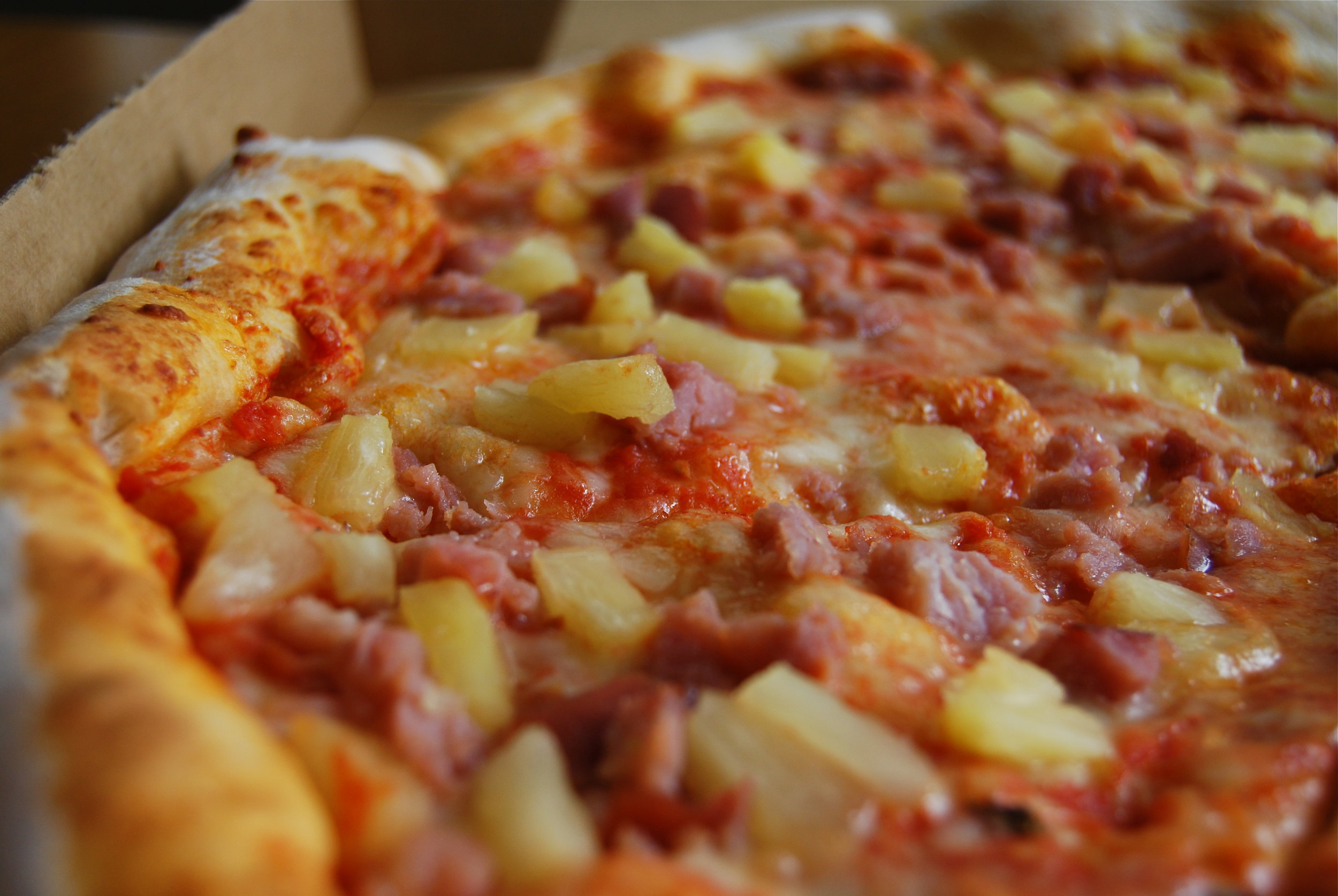 Pizza_with_pineapple.jpg