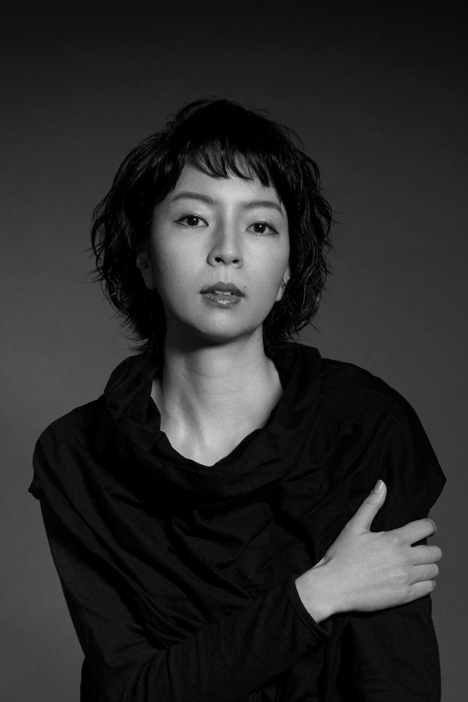 菜葉菜さん白黒写真のコピー.jpg