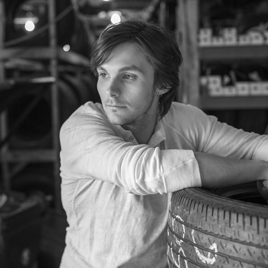 Charlie Worsham   Singer/songwriter/multi-instrumentalist & performer, Nashville, TN