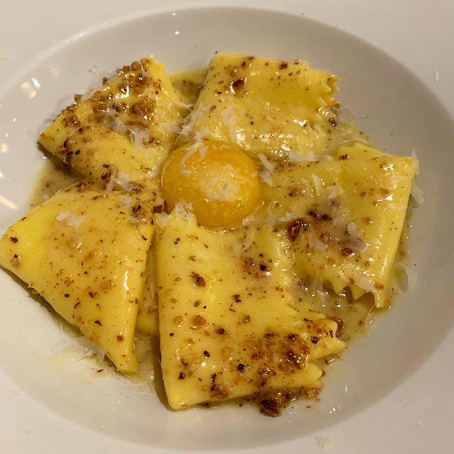 Dreaming of this @bancone.pasta signature dish I had a couple weeks ago for #secondbreakfast #runnyegg #eggyolk #eggpasta #walnut