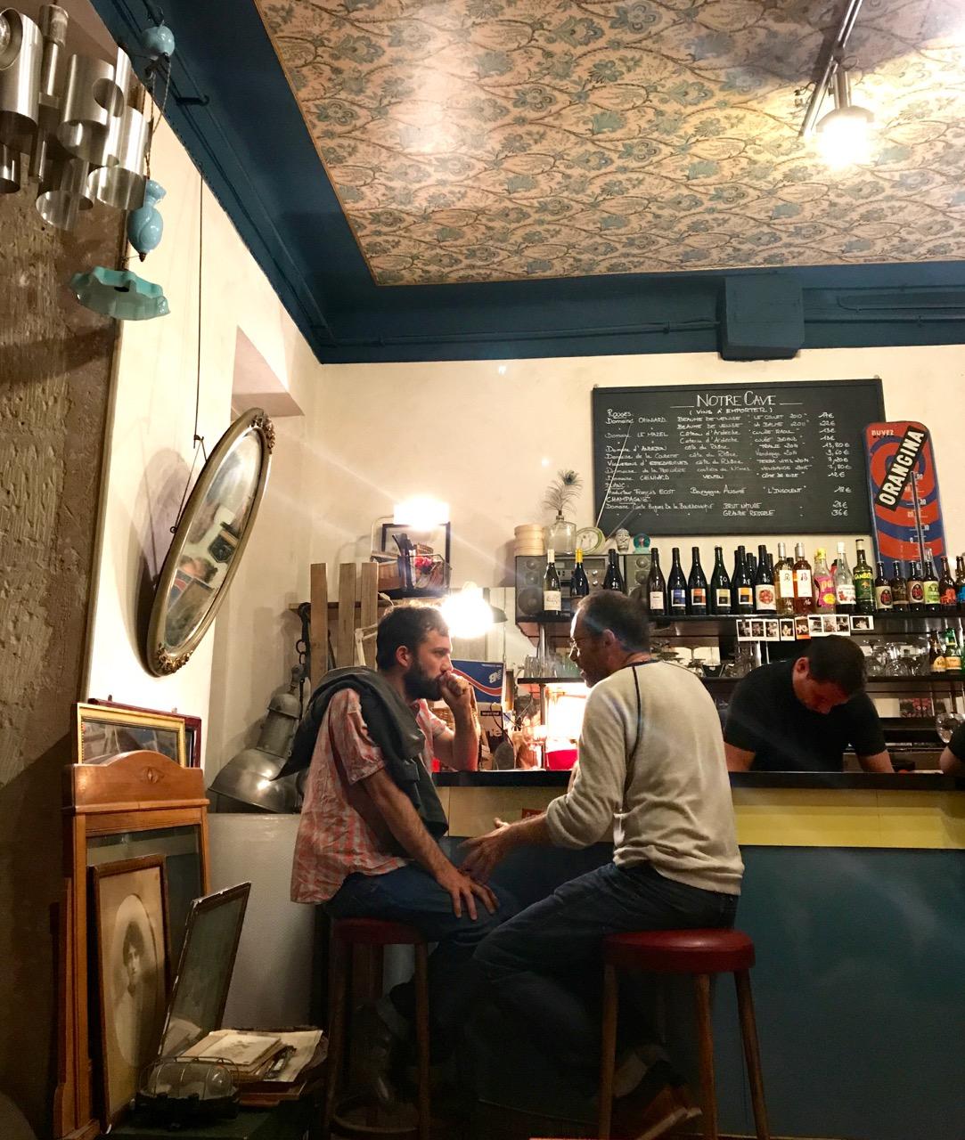 joli-rouge-marseille-bar
