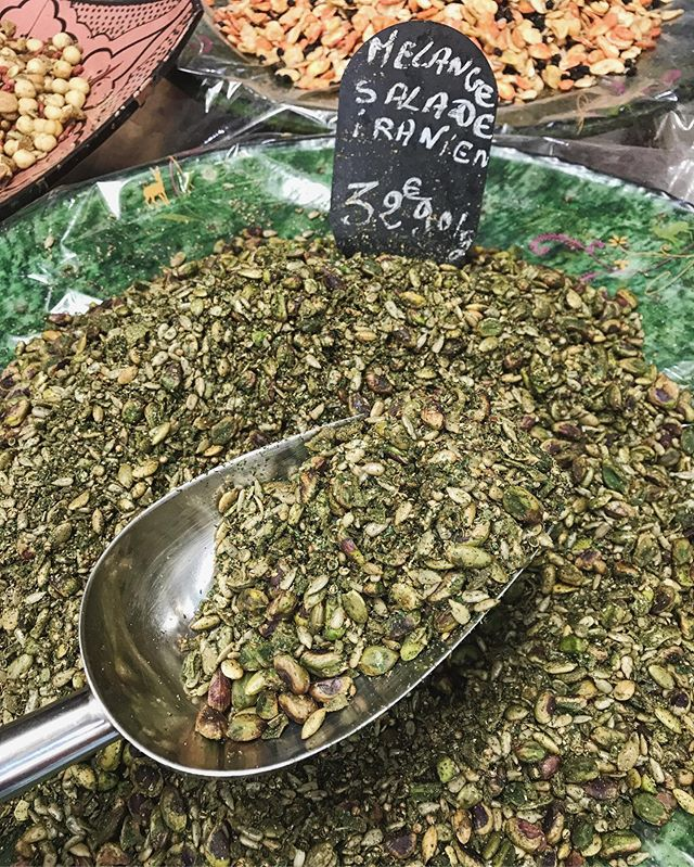 Want to make your salads sing and your pastas pop? Pick up the Iranian blend - pistachios, sunflower seeds, pepitas, coriander, cumin, garlic. My obsession is one of the hundreds of flavors found at spice superstore Saladin. . . . Ça veut dire: le secret pour les salades irrésistible .