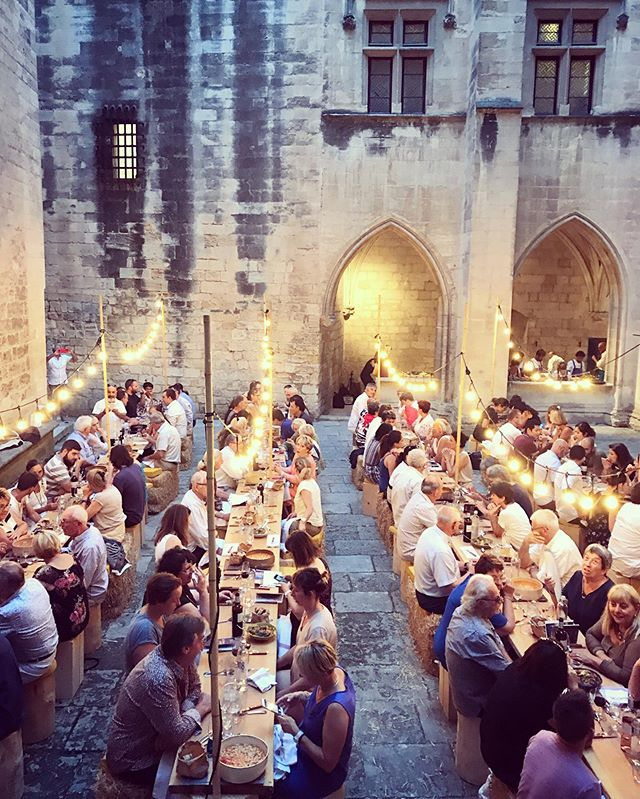 Last night, the majestic Chateau de Tarascon was home to a medieval banquet. At long tables under twinkling lights we dined on a parade of Provençal plates by chef Francois Robin. Each dish arrived on wooden planks balanced by hospitality students-turned-servers. An impressive feat that received a round of applause at each course. For the bonhomie was high among my 130 dining companions. No dragon was slayed here - the feast was part of the incredible @mpg2019 Diners Insolites series that runs until the end of July. And for all you castle fans, this 14th century chateau is a must see. . . . . Ça veut dire: un banquet de bonhomie et des délices provençale au cœur d'un château médiéval