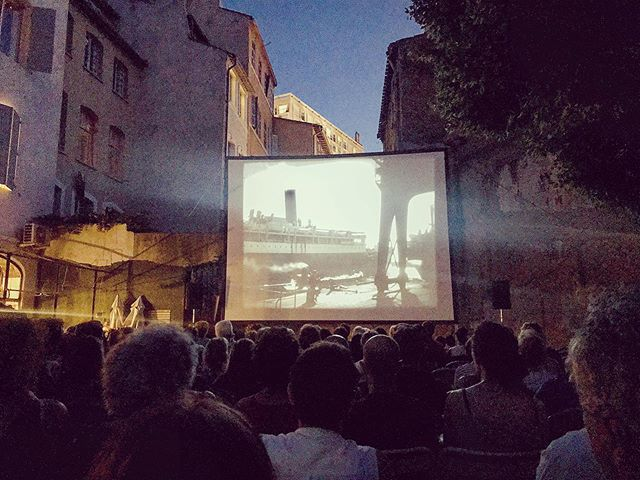 All of Marseille is a stage with Ciné Plein-Air. Since 1996 this outdoor film series has shown intriguing films in intriguing spaces. Last night at the Mémorial de la Marseillaise we watched En Rade, a silent film about sailors, love, and loss shot in the port and the former Reserve quarter that was destroyed by the war. The film was projected on a screen under the stars to the soundtrack of an accordion and cello, a far cry from the sensory overload of the modern multiplex. Tickets are free but must reserve online. Check their FB page for upcoming dates. You have until the end of Sept to be dazzled. . . . . Ça veut dire:  Tout Marseille est un scène avec @cine_pleinair_marseille