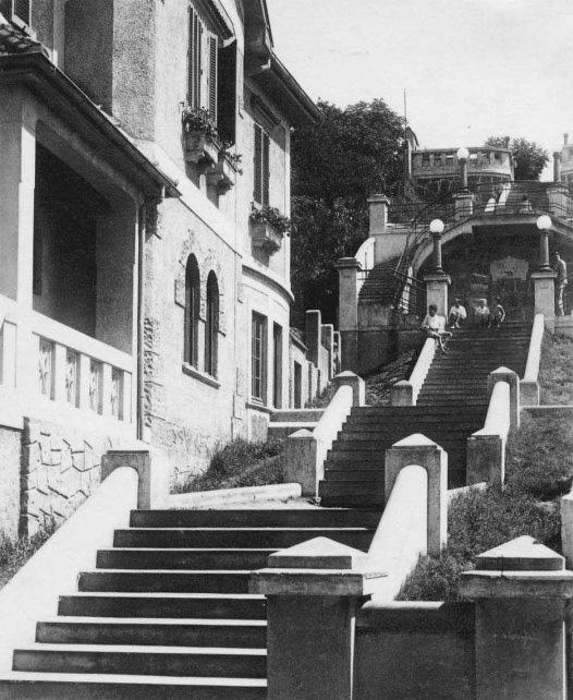 A escadaria recém inaugurada, na década de 1930: elo entre as partes alta e baixa da região central de Porto Alegre