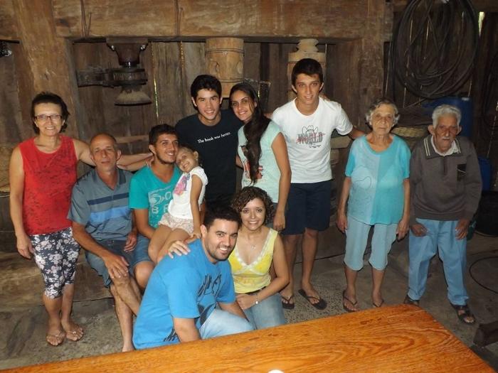A família Souza reunida em 2015, com Nézia (ao lado do esposo Zeca), falecida no ano passado (Foto Jaxom Moore)