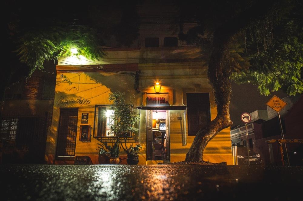 O bar surgiu em 2000,junto à Travessa dos Venezianos, recanto histórico da Cidade Baixa, para dar dignidade à cena LGBT (Foto Maryane Moura/Divulgação)
