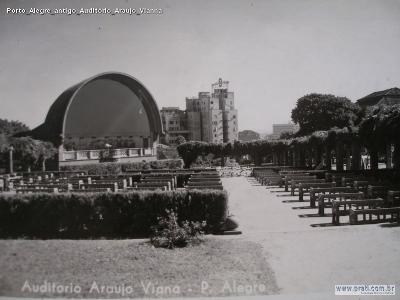 Antigo auditório Araújo Vianna, um dos primeiros palcos dos músicos, na Praça da Matriz, onde hoje está a Assembleia Legislativa