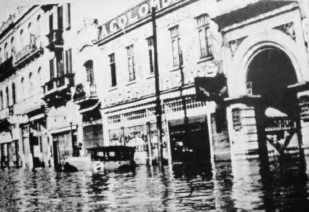 Entrada da Rua José Montaury alagada durante a enchente de 1941
