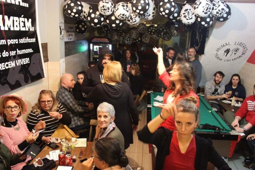 Eventos como  A Noite dos Últimos Pilas  reúnem a comunidade vegana e o público em geral para confraternização no Bar do Tio Lú