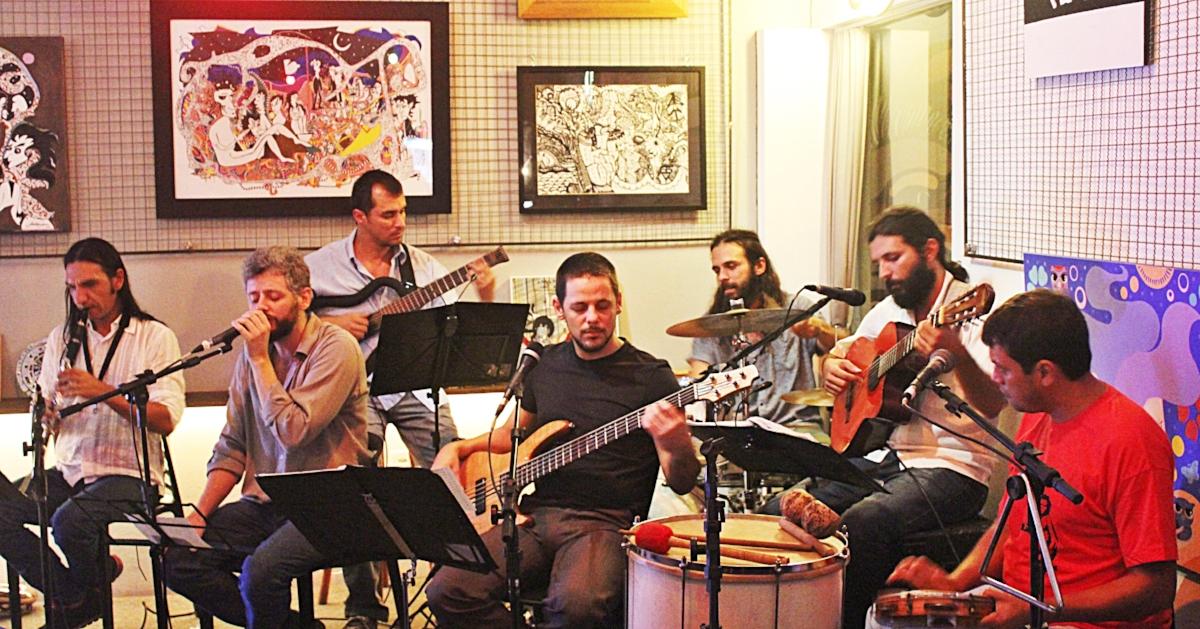 Formada em 2004, a banda Roda Viva realiza shows de tributo ao repertório de Chico Buarque em teatros, cafés e bares da capital gaúcha (Foto Lizi Zart's/Divulgação)