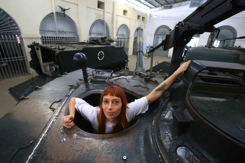 Em julho, Andressa ficou oito dias no Museu do Exército entre relíquias da Segunda Guerra Mundial (Foto/Tadeu Vilani)