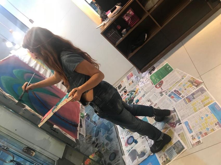 Oficina de desenho e pintura numa das lojas da Profana: espaço de diálogo com a arte e a cultura da cidade