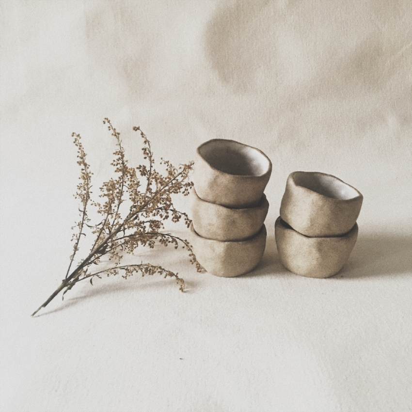 Tigelas de argila do estúdio Alma Objetos Cerâmicos: design escandinavo, inspiração do Oriente