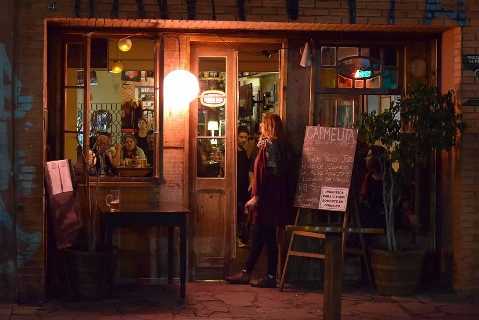 No Carmelita (acima), estreia  Conversa de Bar ,  talk-show  no ambiente de boteco com a participação da galera atuante na cena criativa da cidade (Foto/ Rivail Teixeira)