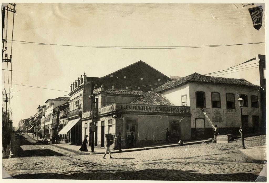 Livraria Americana, aberta em 1870 na esquina da Rua da Praia com a Ladeira (Acervo do Museu de Porto Alegre Joaquim Felizardo/Autoria desconhecida)