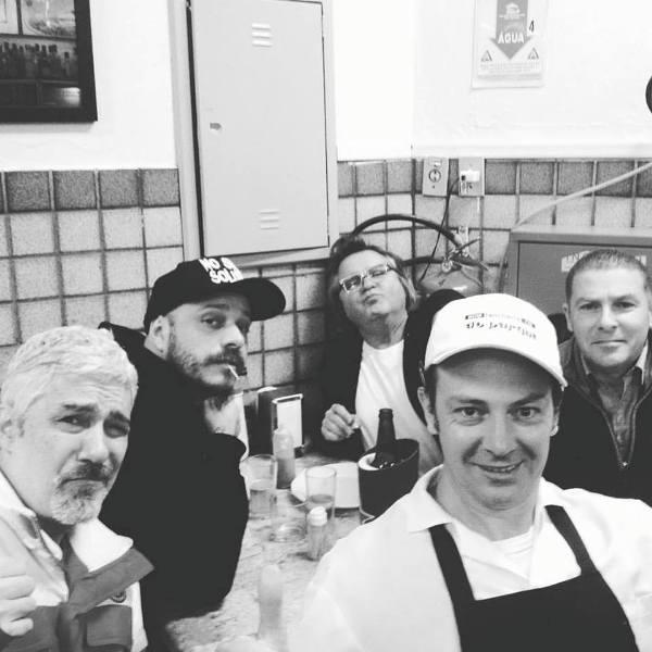 Com os roqueiros Marcelo Truda, Fredi Chernobyl e Flávio Flu e o cineasta Cristiano Zanella (canto da dir.)