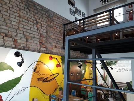 Mural expõe processo de colheita, separação e torrefação dos cafés especiais