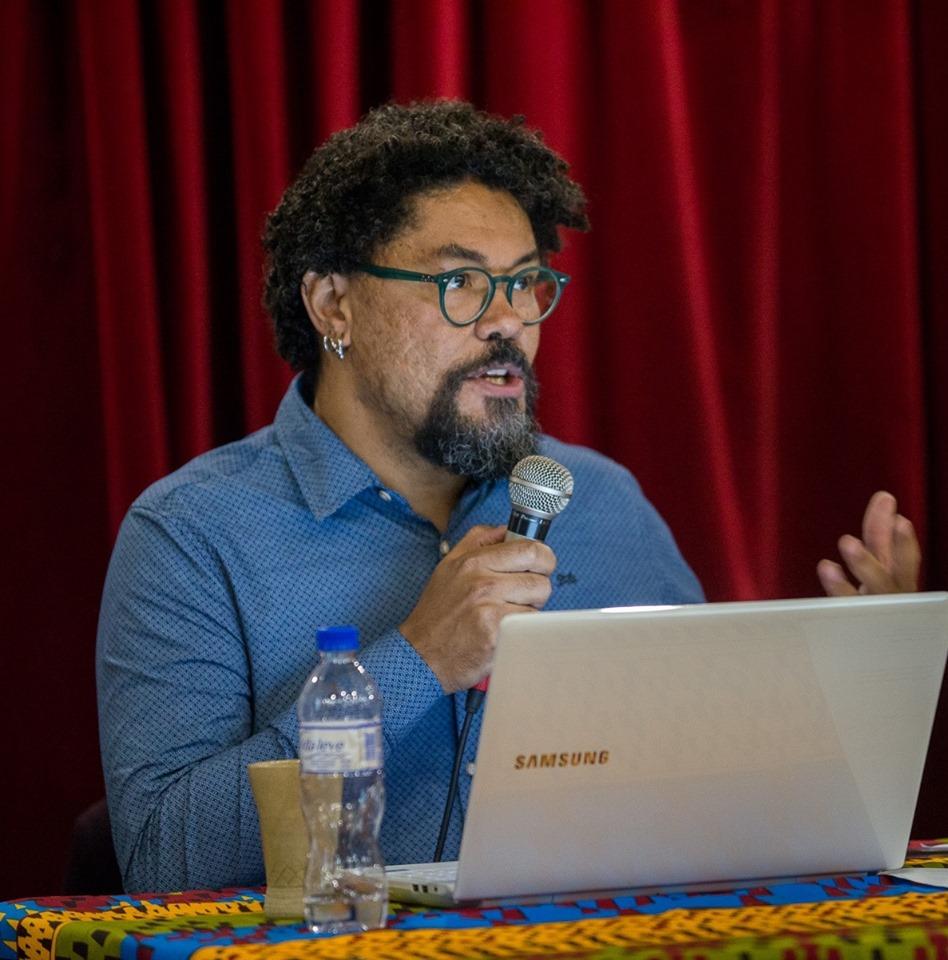 """""""Na relação entre vizinhos brancos e negros, a questão racial se sobrepunha ao nivelamento social"""" - Marcus Vinícius de Freitas Rosa"""
