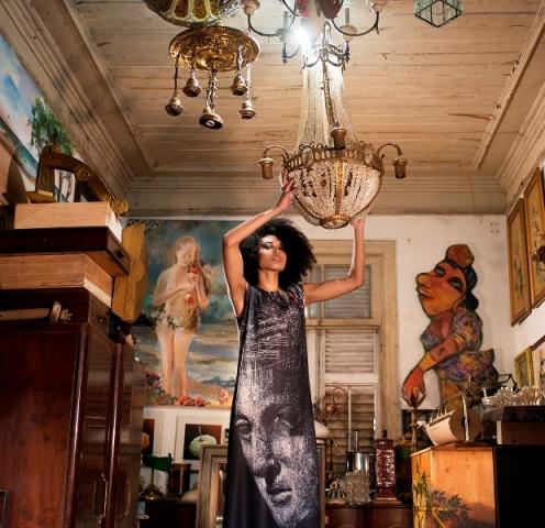 Lara Palhano veste coleção de Régis Duarte com estampa de Ariel de La Vega