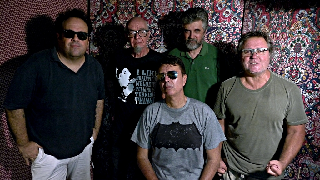 A banda em 2019, com Carlinhos Carneiro (primeiro à esq.) no lugar do Gordo Miranda (Foto/Vicente Guedes)