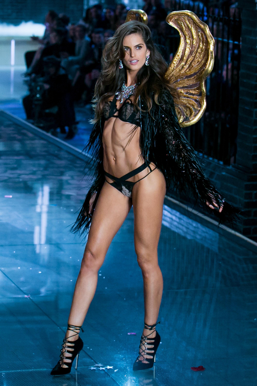 2016-victorias-secret-fashion-show-models-izabel-goulart.jpg