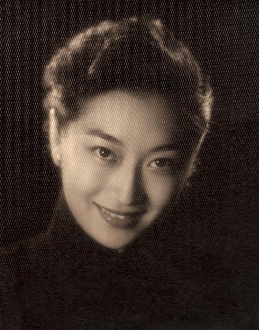 00A-3 nostalgia FAVE1 Isabel Portrait PaG010-001 LCedit-web.jpg