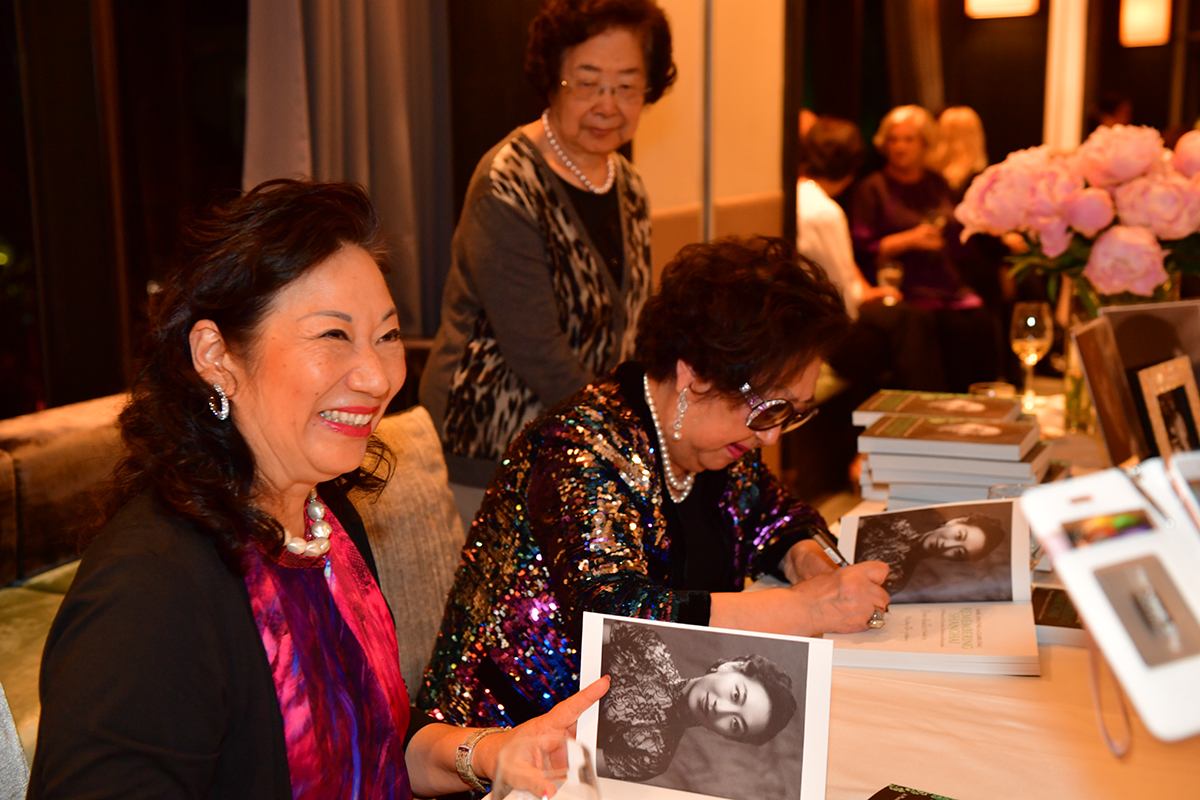 01-HK Party, Claire & Isabel signing2, Shuquan.jpg