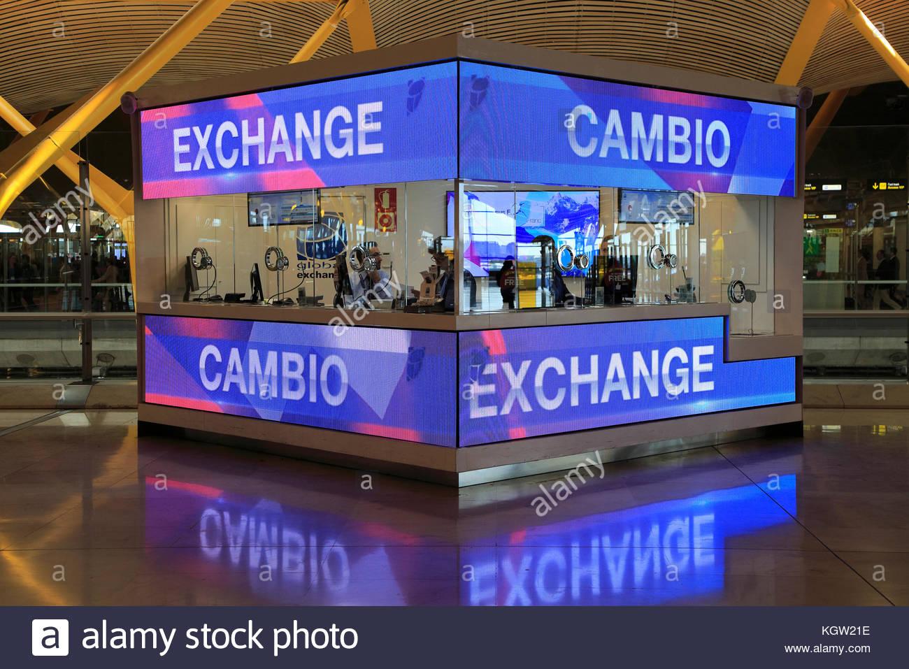 money-exchange-booth-office-cambio-bureau-de-change-terminal-4-madrid-KGW21E.jpg