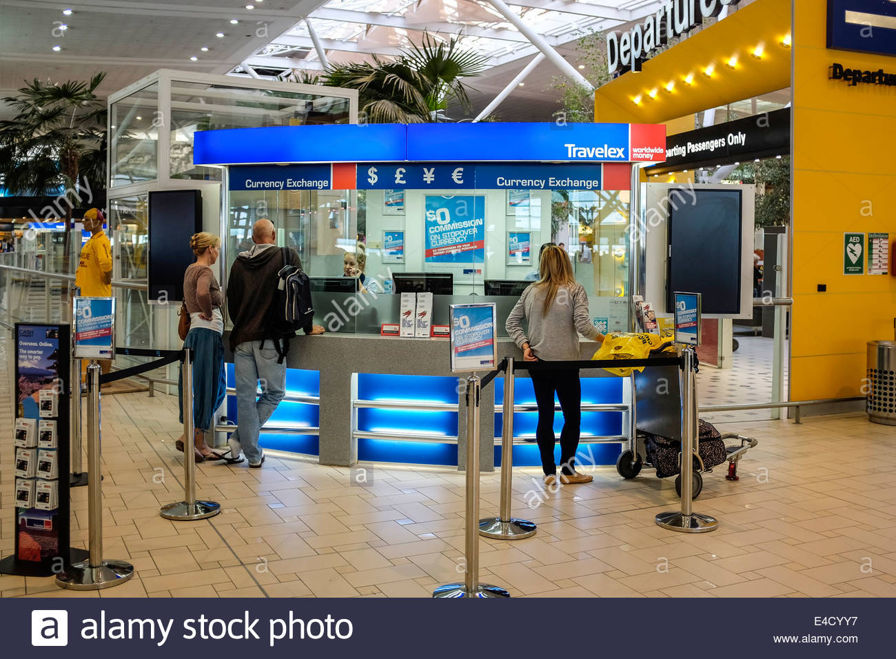 currency-exchange-office-at-brisbane-international-airport-E4CYY7.jpg