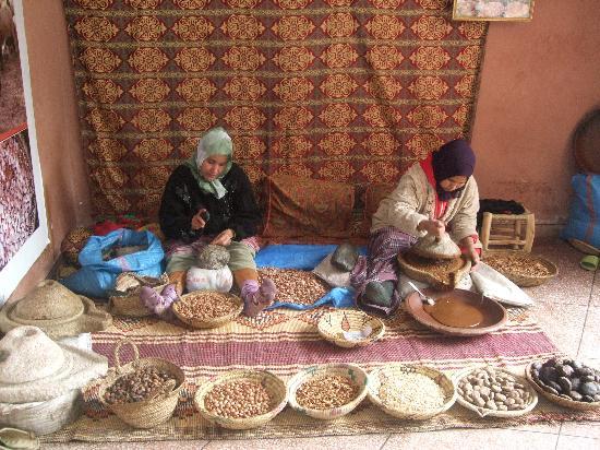 making-argan-oil-berbere.jpg