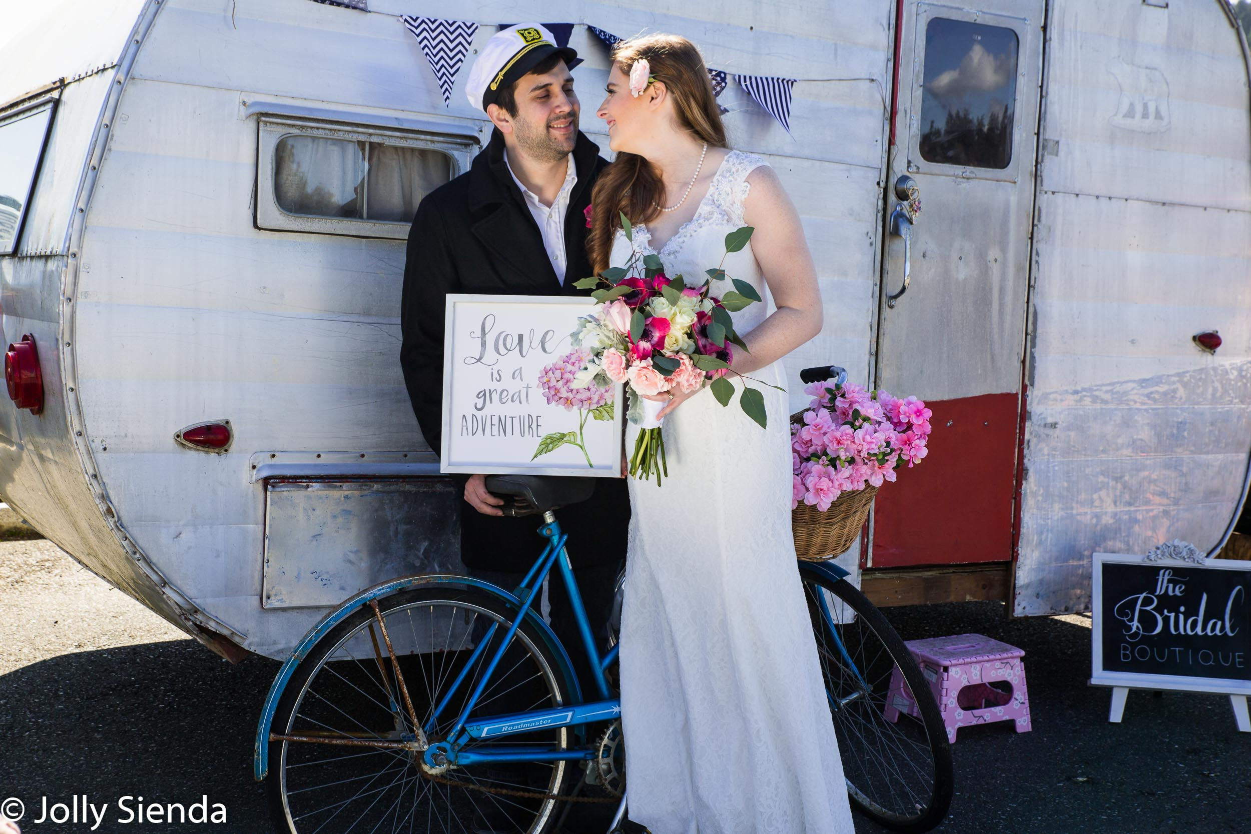 Samantha and Jake Viveiros, love and adverture, with a bicycle a