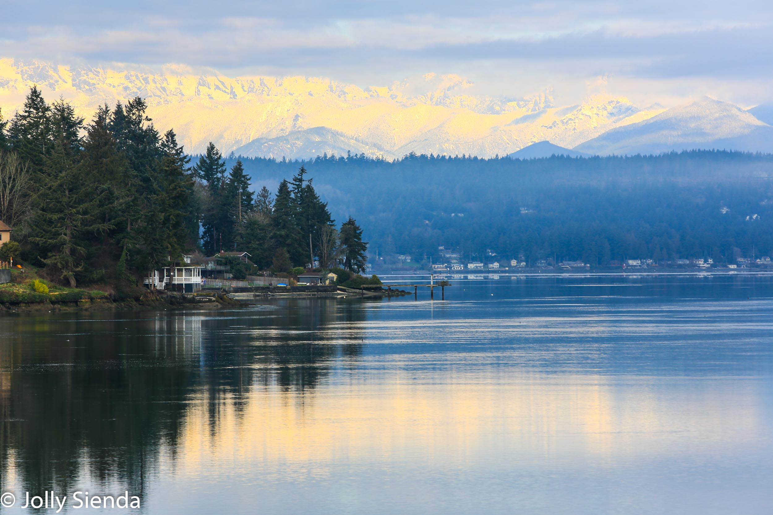 Olympic Mountain range snow reflection on the Puget Sound, Dyes