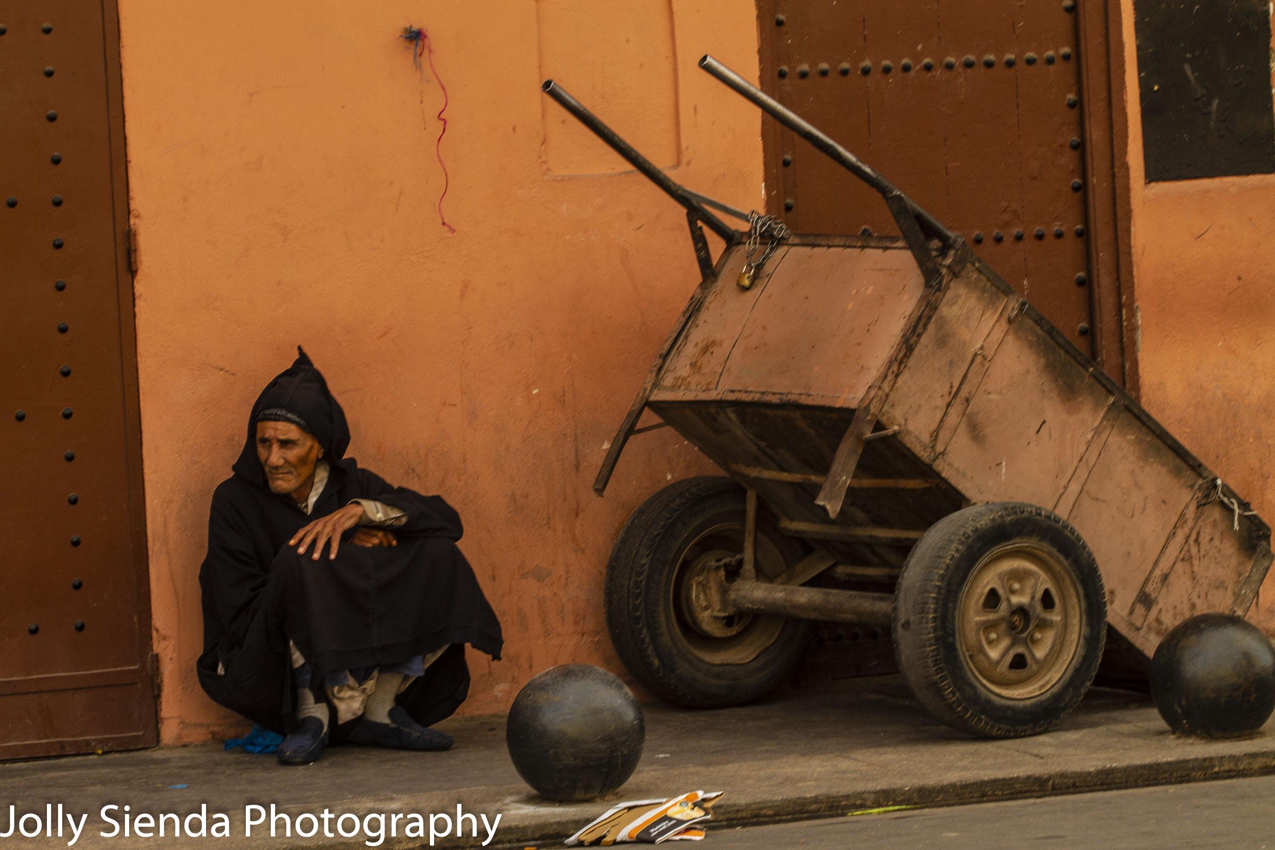 Man in Jabala rests next to his cart